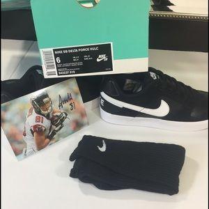 NWT ,Nike SB Delta Force Vulc Size 6